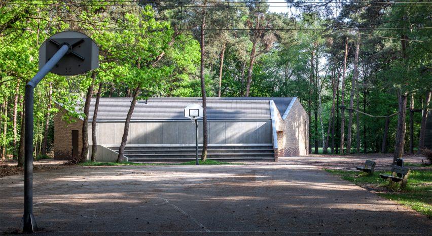 reseta-zonnewende-theatre-hall-architecture-brick-netherlands_dezeen_2364_col_7