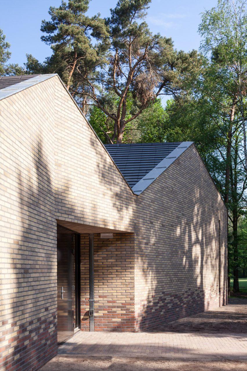 reseta-zonnewende-theatre-hall-architecture-brick-netherlands_dezeen_2364_col_9