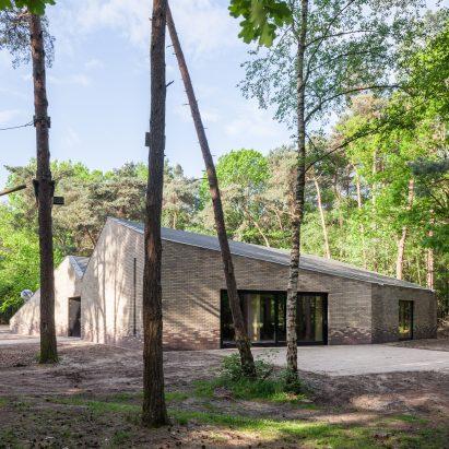 reseta-zonnewende-theatre-hall-architecture-brick-netherlands_dezeen_sq-a
