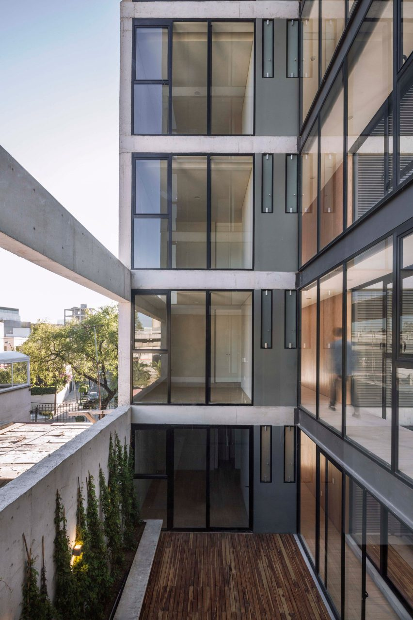 rodin-33-carlos-marin-architecture-apartments-residential-mexico-usa_dezeen_1704_col_1