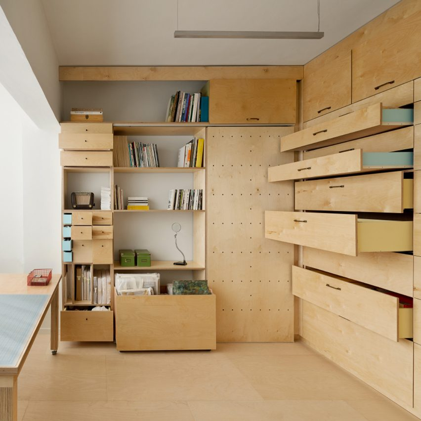 space-saving-modular-studio-raanan-stern-space-saving-interiors-sq