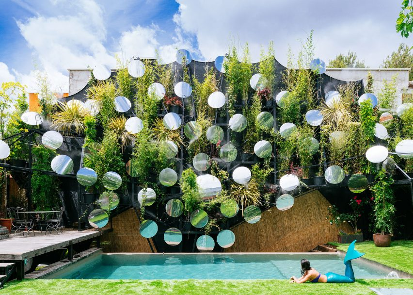 Swimming pool by Manuel Ocaña