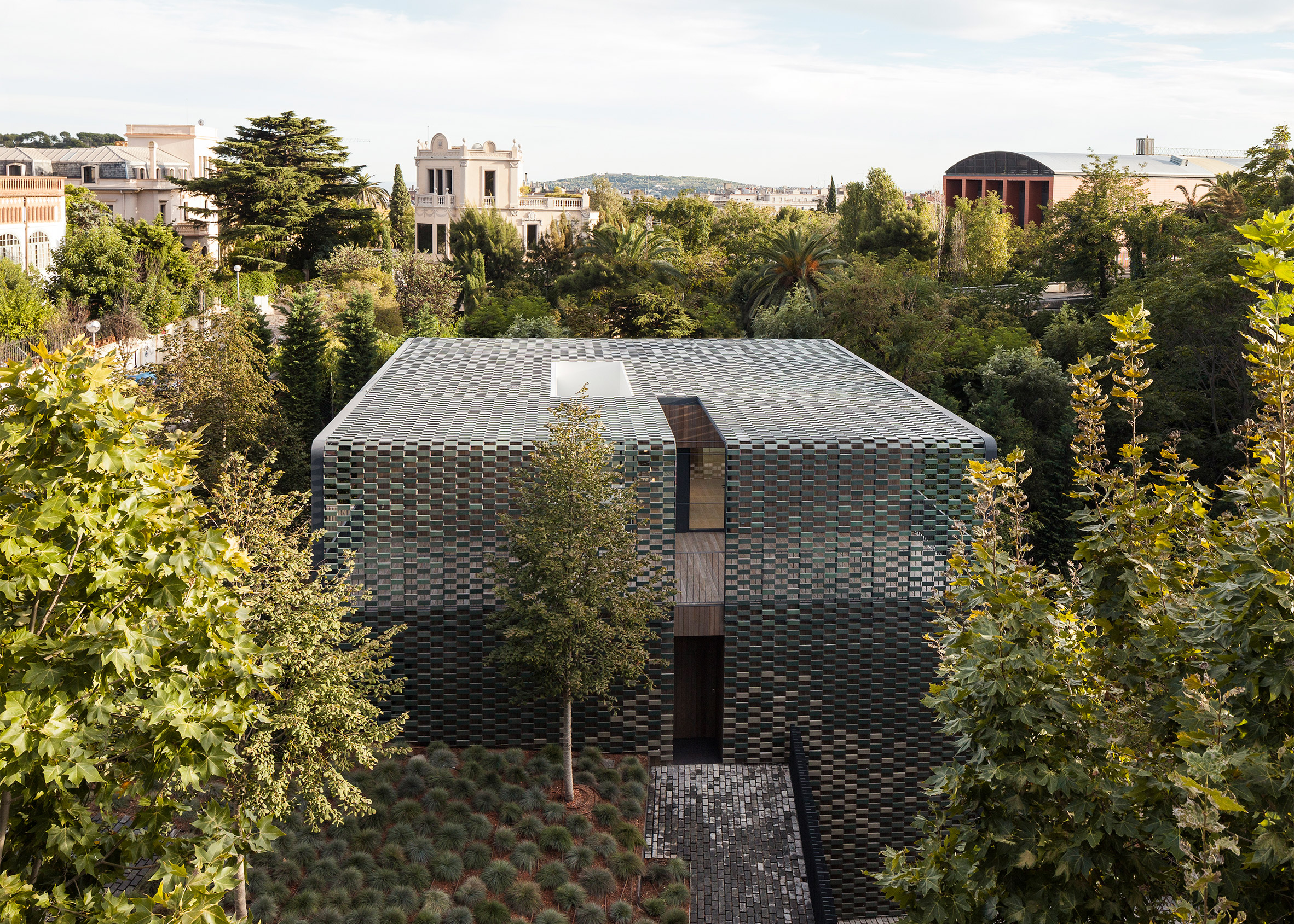 """See-through """"ceramic curtain"""" creates green camouflage for Barcelona house by PMMT"""