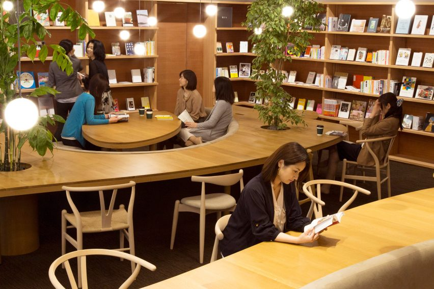 wil-womans-inspiration-library-japan-masa-architects-interiors_dezeen_1704_col_3