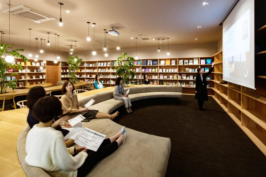 wil-womans-inspiration-library-japan-masa-architects-interiors_dezeen_1704_col_4