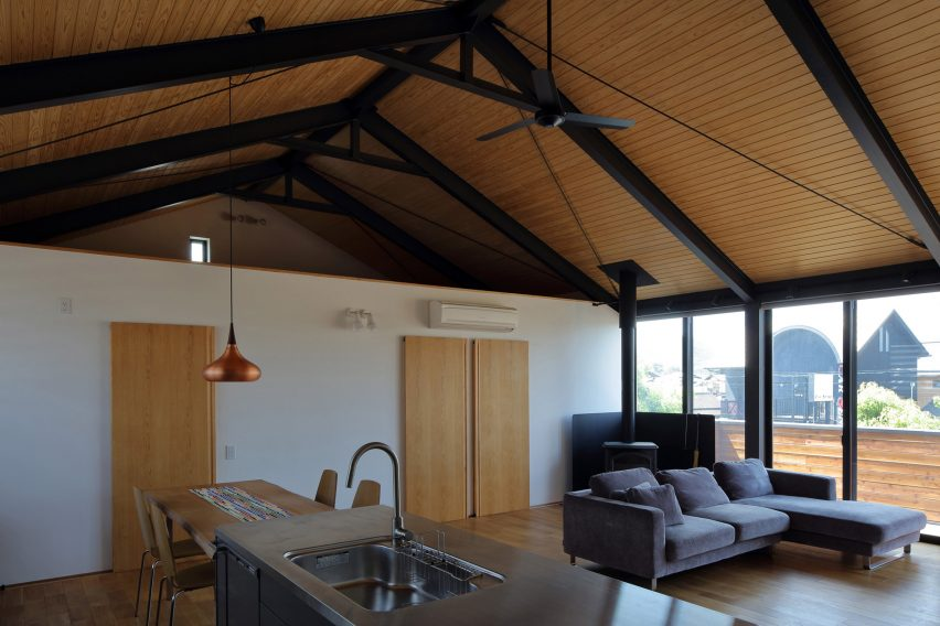 Wood & Steel Frames Renovation by TT architects