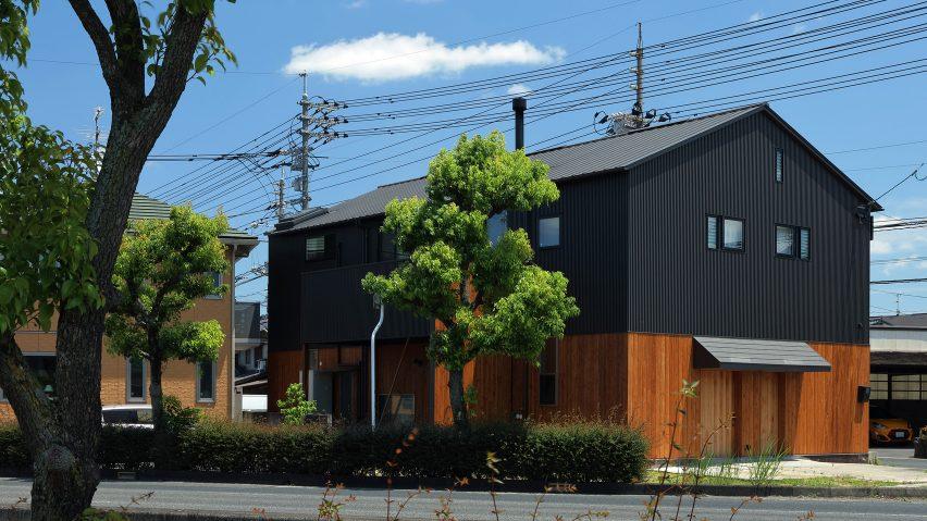 Wood & Steel Frames Renovation by TT architects
