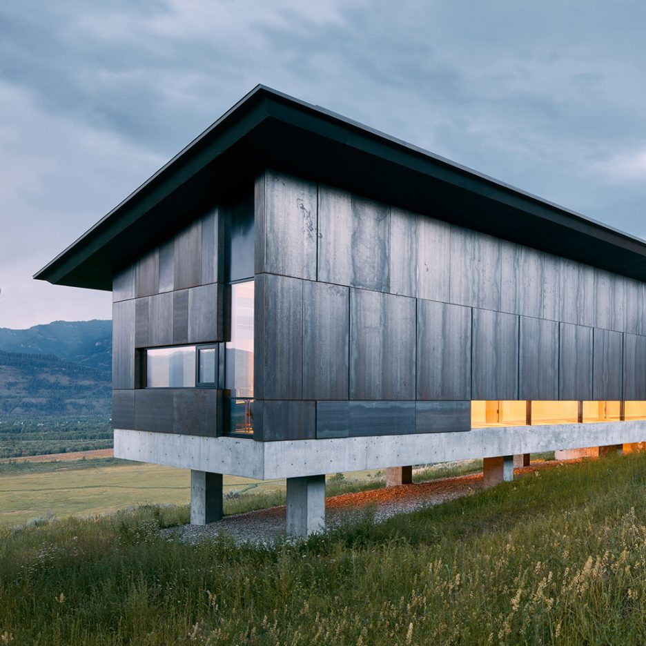 abramson teiger builds steel clad residence in a wyoming meadow sig nordal jr. Black Bedroom Furniture Sets. Home Design Ideas