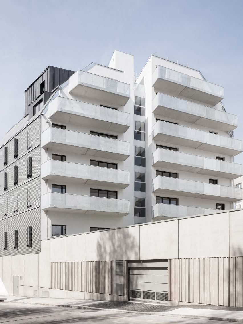 23 housing units in Paris by Karawitz Architects