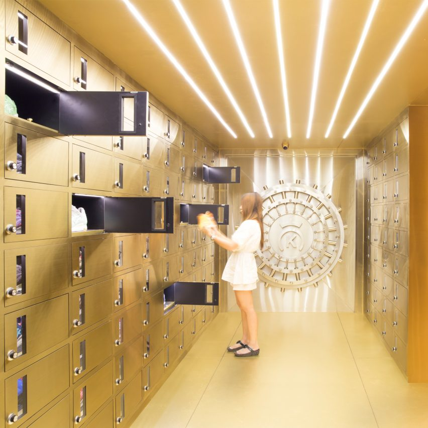 24-kilates-external-reference-fashion-boutiques-pinterest-dezeen-col