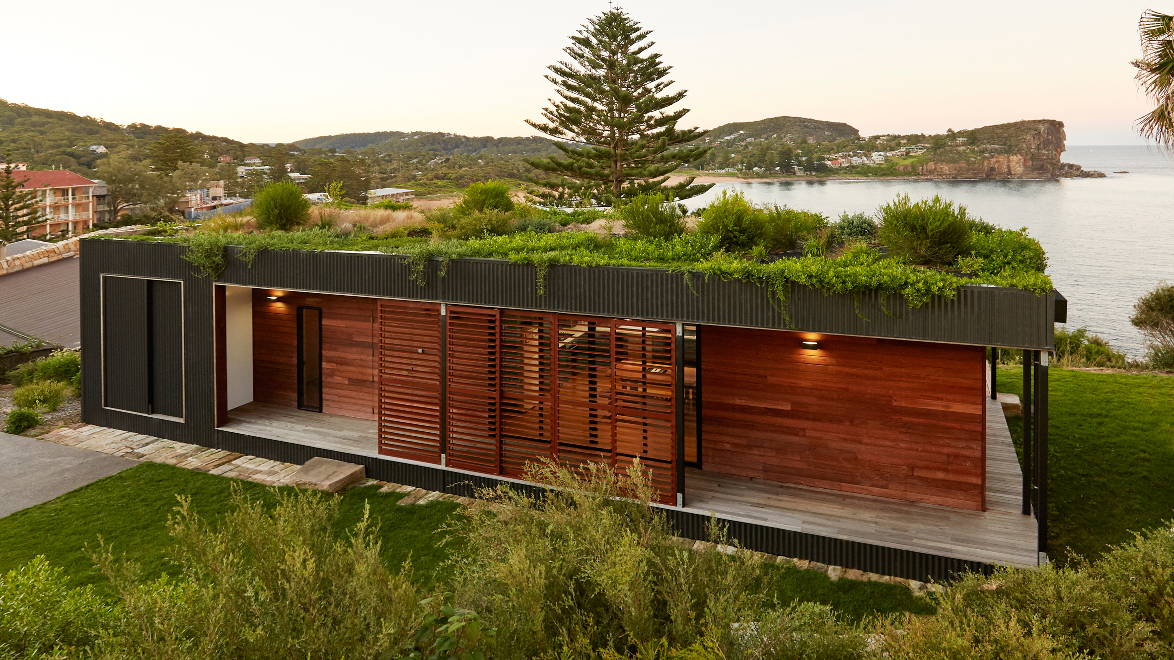 ArchiBlox creates garden roof for house overlooking a beach in Australia