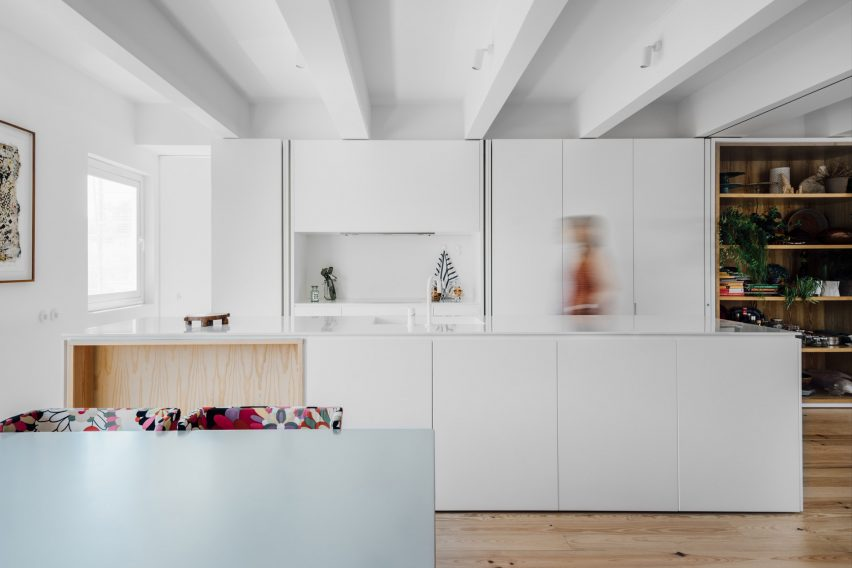 b-a-apartment-atelier-data-apartment-interiors-lisbon-portugal_dezeen_2364_col_7