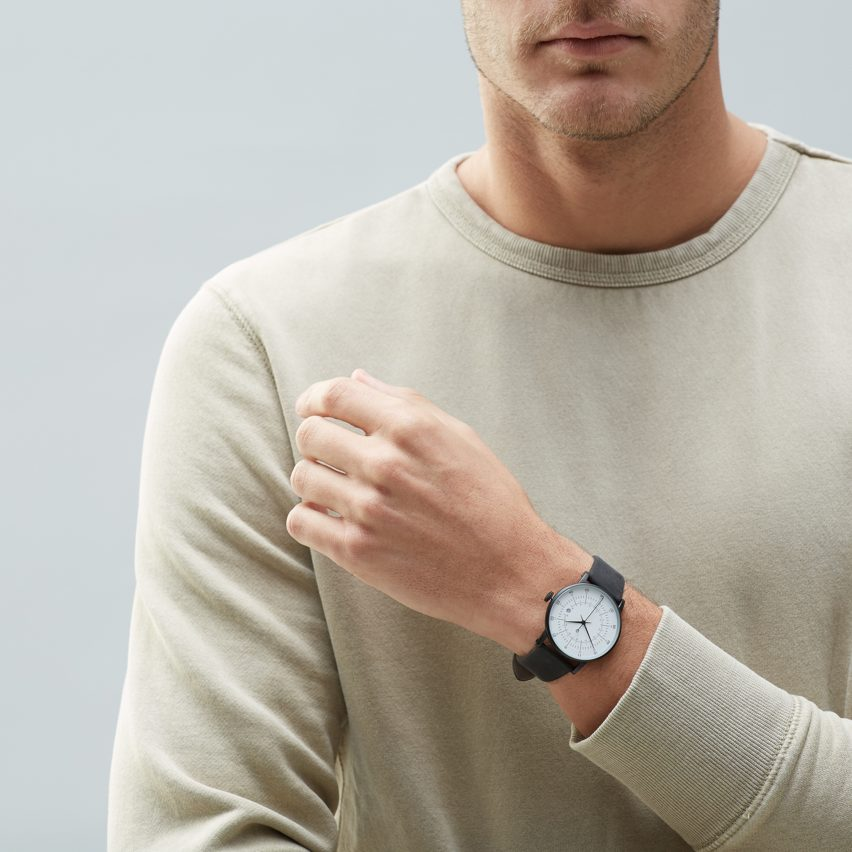 Squarestreet's Plano watch in black is in the Black Friday Sale