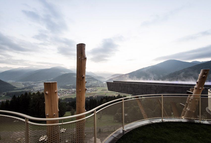 glass-bottomed poolnoa projects out from alpine hotel