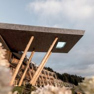 Cantilevering sky pool by noa