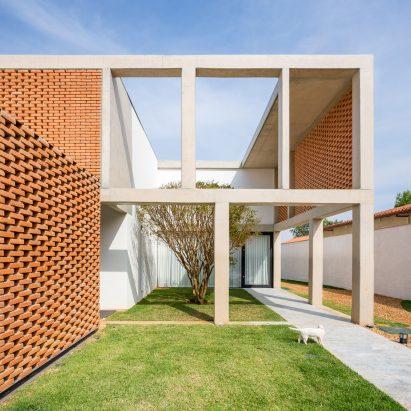 casa-grid-bloco-aquitetos-residential-architecture-brazil_dezeen_sqc