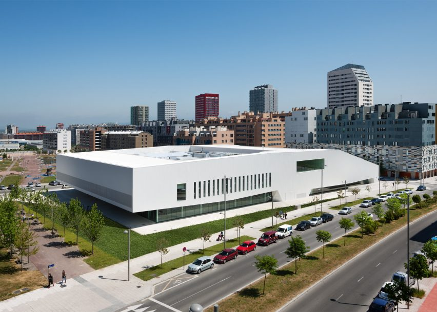 civic-and-community-salburua-civic-centre-idom_dezeen_2364_ss_3