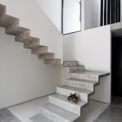 garcias-house-warm-architects-concrete-interiors-dezeen-col