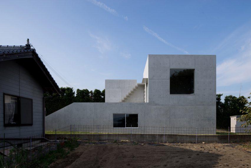 house-akitsu-kazunori-fujimoto-architect-associates-japan-architecture-concrete_dezeen_2364_col_0