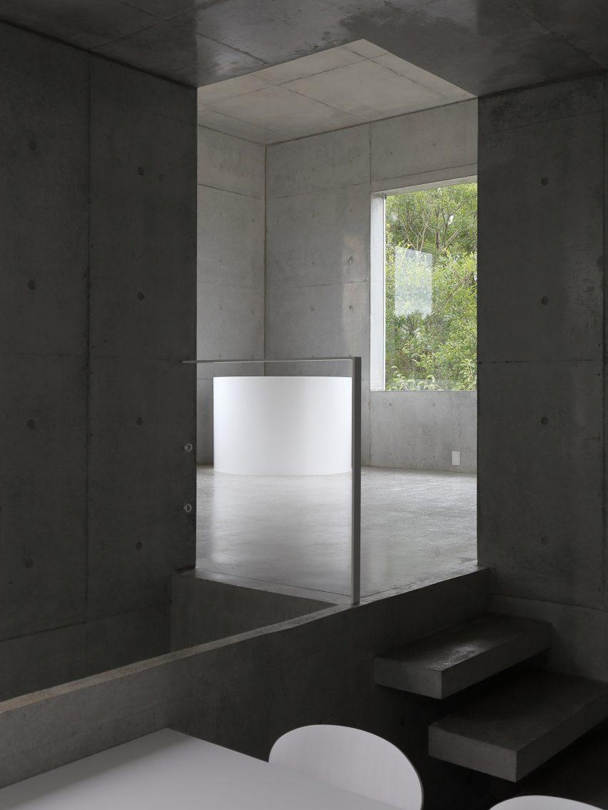 house-akitsu-kazunori-fujimoto-architect-associates-japan-architecture-concrete_dezeen_2364_col_4