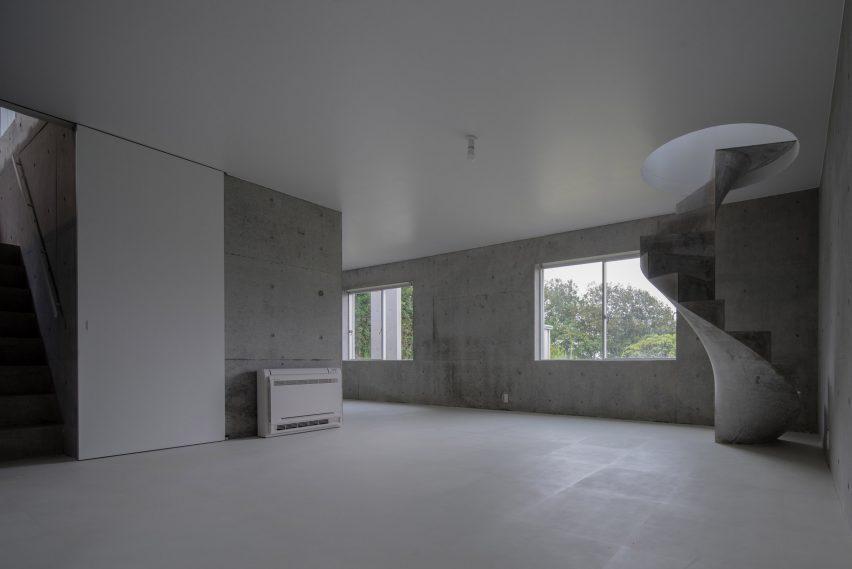 house-akitsu-kazunori-fujimoto-architect-associates-japan-architecture-concrete_dezeen_2364_col_8