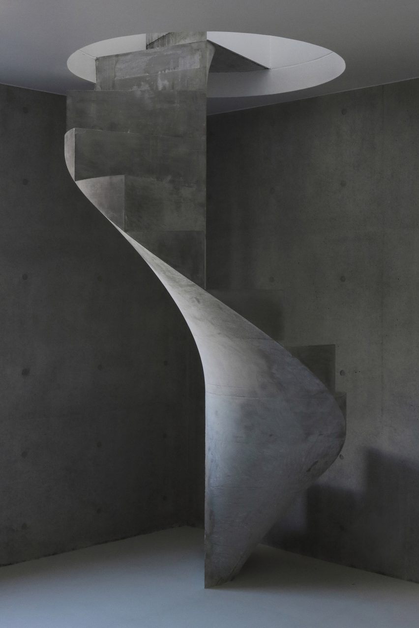 house-akitsu-kazunori-fujimoto-architect-associates-japan-architecture-concrete_dezeen_2364_col_9