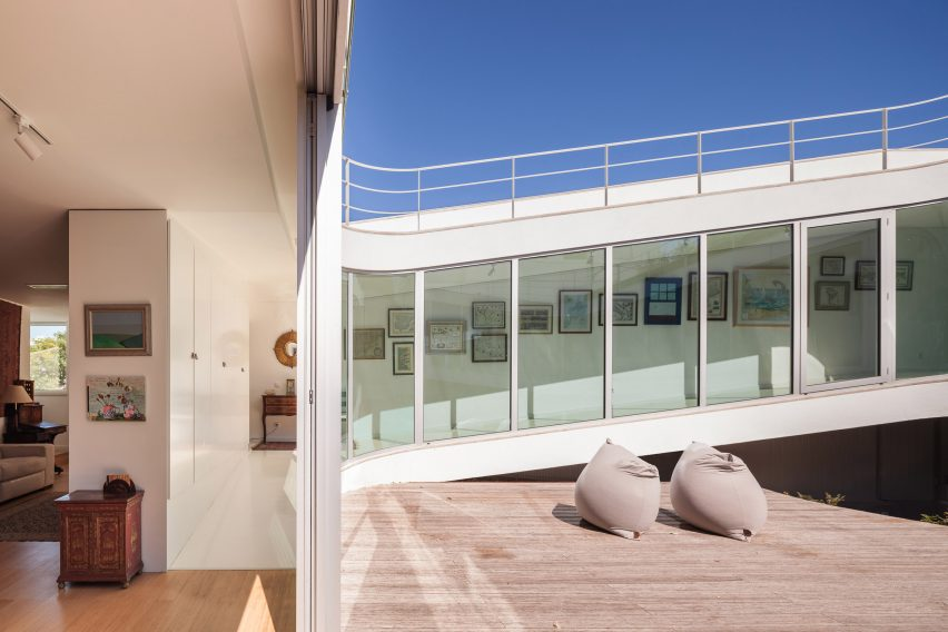 house-estoril-antonio-costa-lima-residential-architecture-portugal_dezeen_2364_col_11