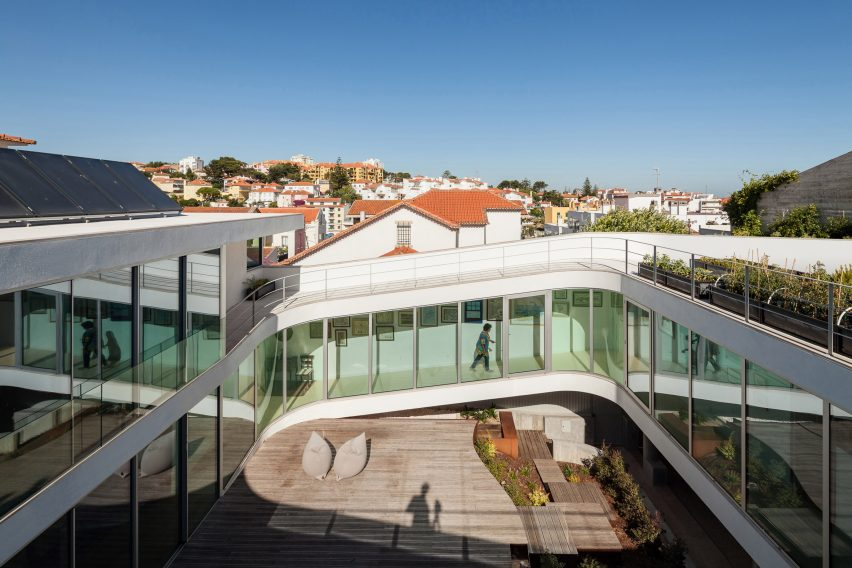 house-estoril-antonio-costa-lima-residential-architecture-portugal_dezeen_2364_col_13