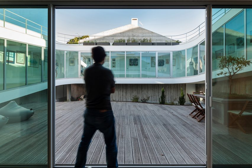 house-estoril-antonio-costa-lima-residential-architecture-portugal_dezeen_2364_col_16