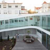 Spiralling walkway surrounds courtyard at Portuguese home by António Costa Lima