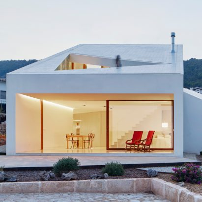 house-house-mm-oh-lab-world-architecture-festival_dezeen_sqb