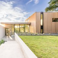 Rectilinear Austin house by Matt Fajkus embraces rolling terrain