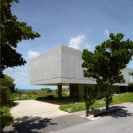 house-on-ikema-island-1100-architect-architecture-residential-japan-okinawa_dezeen_2364_sqa