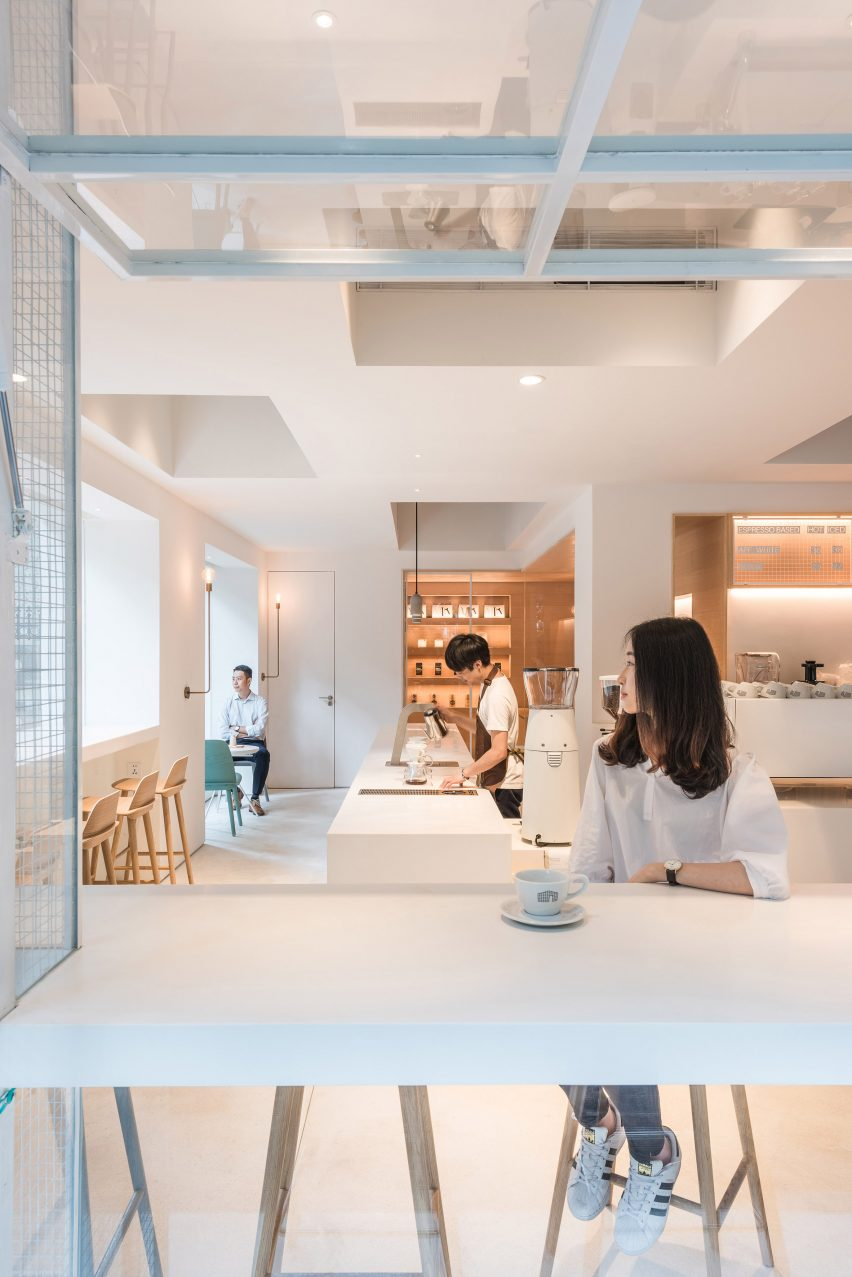 in-and-between-boxes-lukstudio-interiors-atelier-peter-fong-offices-china_dezeen_2364_col_10