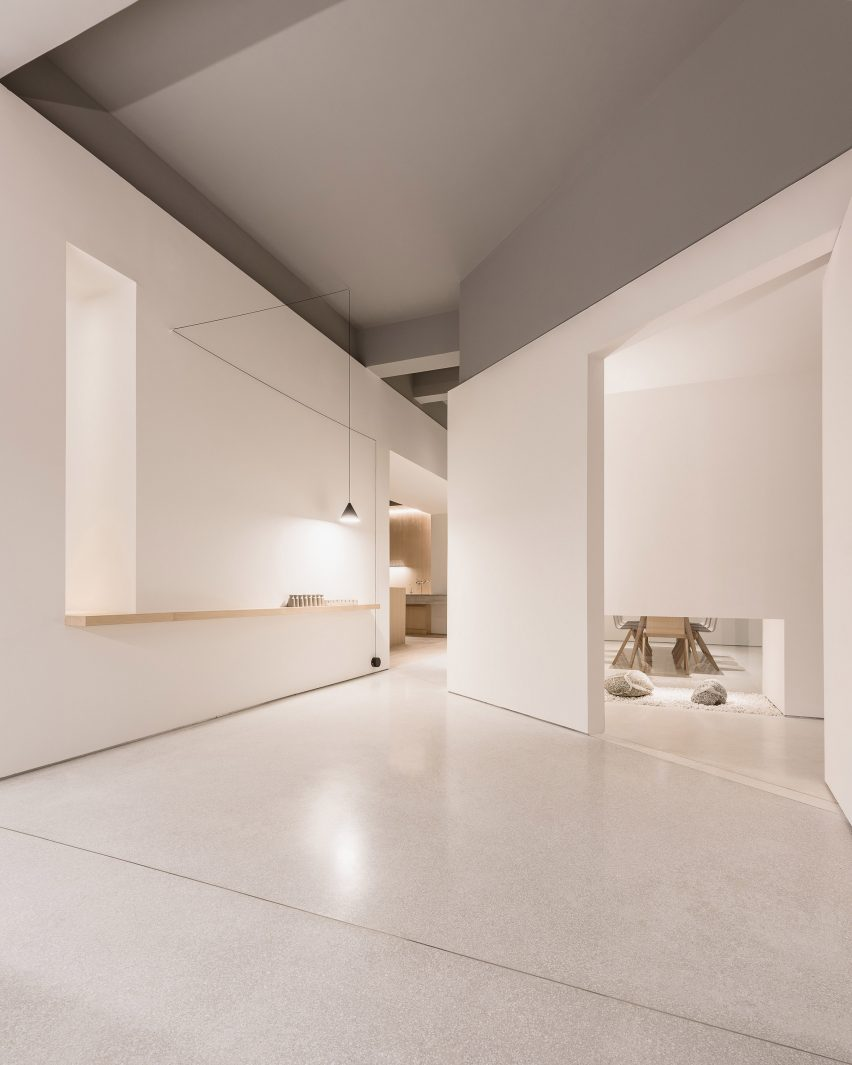 white office interior. In-and-between-boxes-lukstudio-interiors-atelier-peter- White Office Interior N