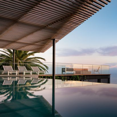 malibu-hillside-swimming-pool-terrace-michael-goorevich_dezeen