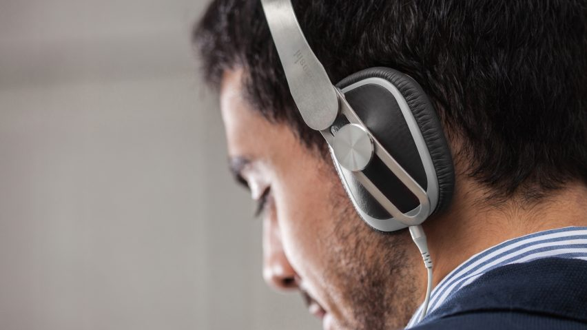 Avanti headphones by Moshi