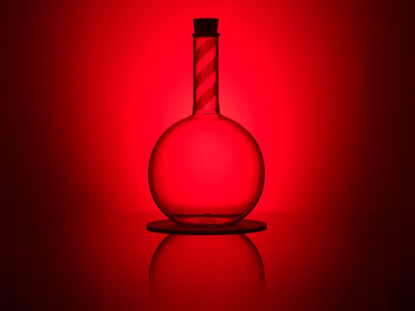 peter-saville-glassware-for-manchester-museum-of-cience-and-industry-design-manchester_dezeen_2364_col_4