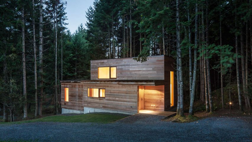Agathom builds artist's cabin in dense British Columbia forest