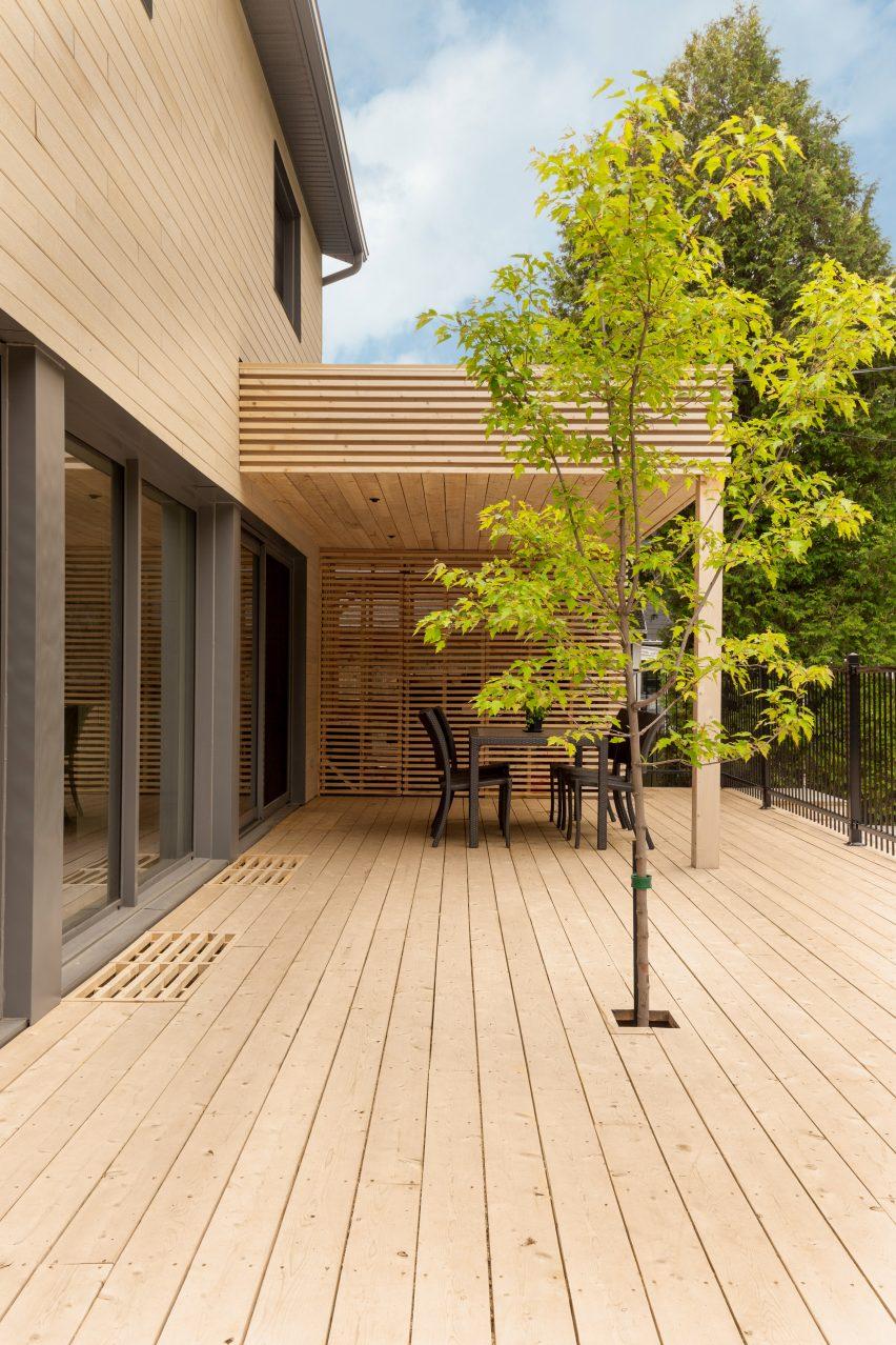 residence-belcourt-atelier-canada-quebec-pierre-thibault-architecture-residential_dezeen_2364_col_0