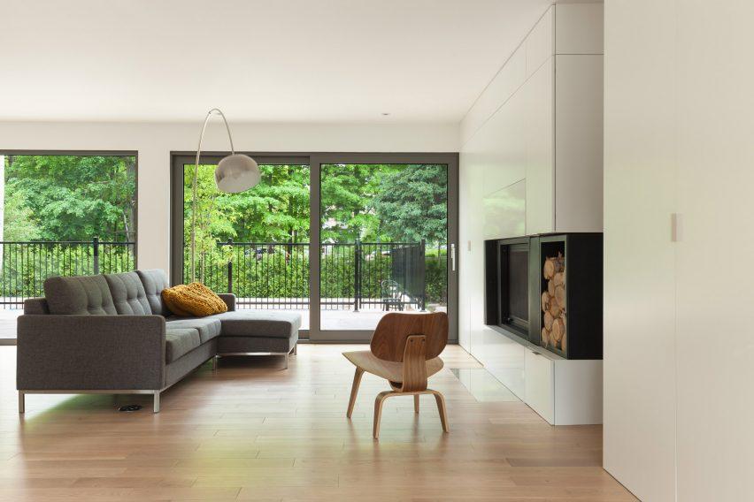 residence-belcourt-atelier-canada-quebec-pierre-thibault-architecture-residential_dezeen_2364_col_3