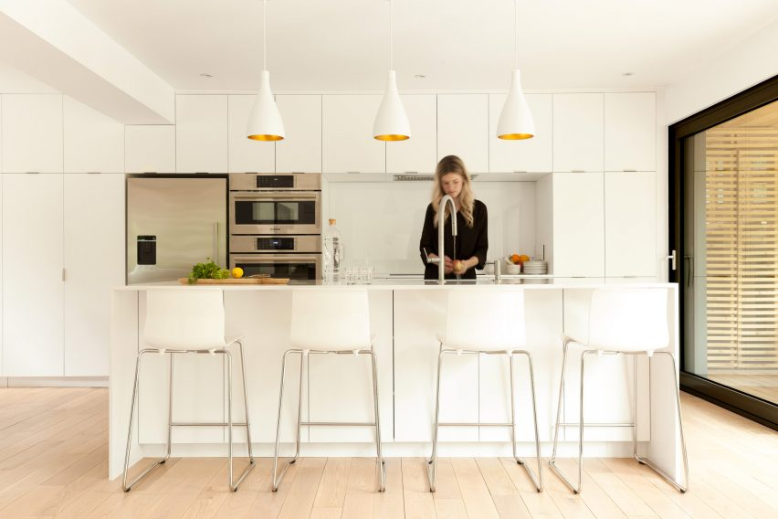 residence-belcourt-atelier-canada-quebec-pierre-thibault-architecture-residential_dezeen_2364_col_4