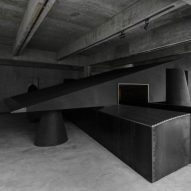 retail-inside-black-cabt-system-heike-store-hangzhou-an-world-architecture-festival-best-interior_dezeen_sq