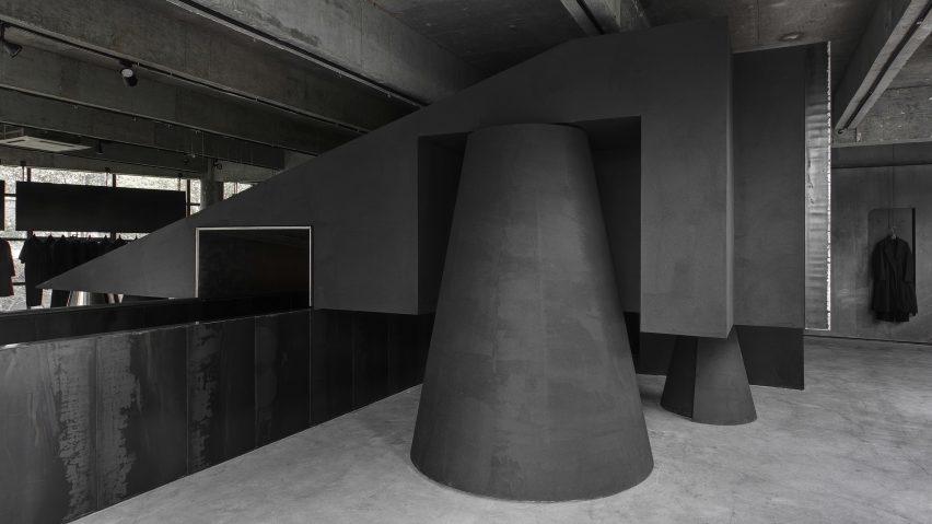 retail-inside-black-cabt-system-heike-store-hangzhou-an-world-architecture-festival_dezeen_2364_col_1