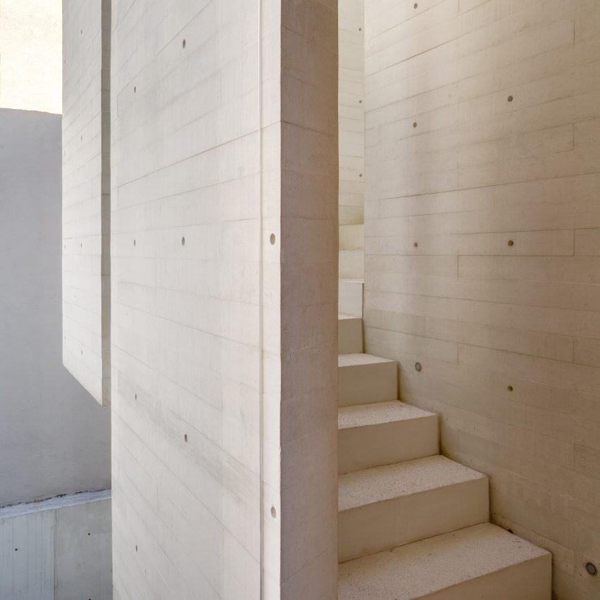 s-house-hector-barroso-concrete-interiors-dezeen-col