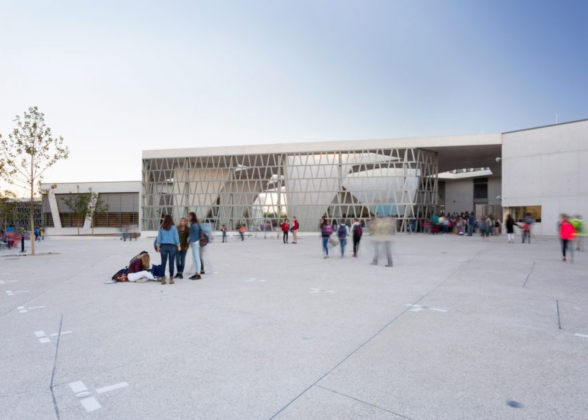 schools-german-school-madrid-spain-gruntuch-ernst-architects-world-architecture-festival_dezeen_2364_ss_0