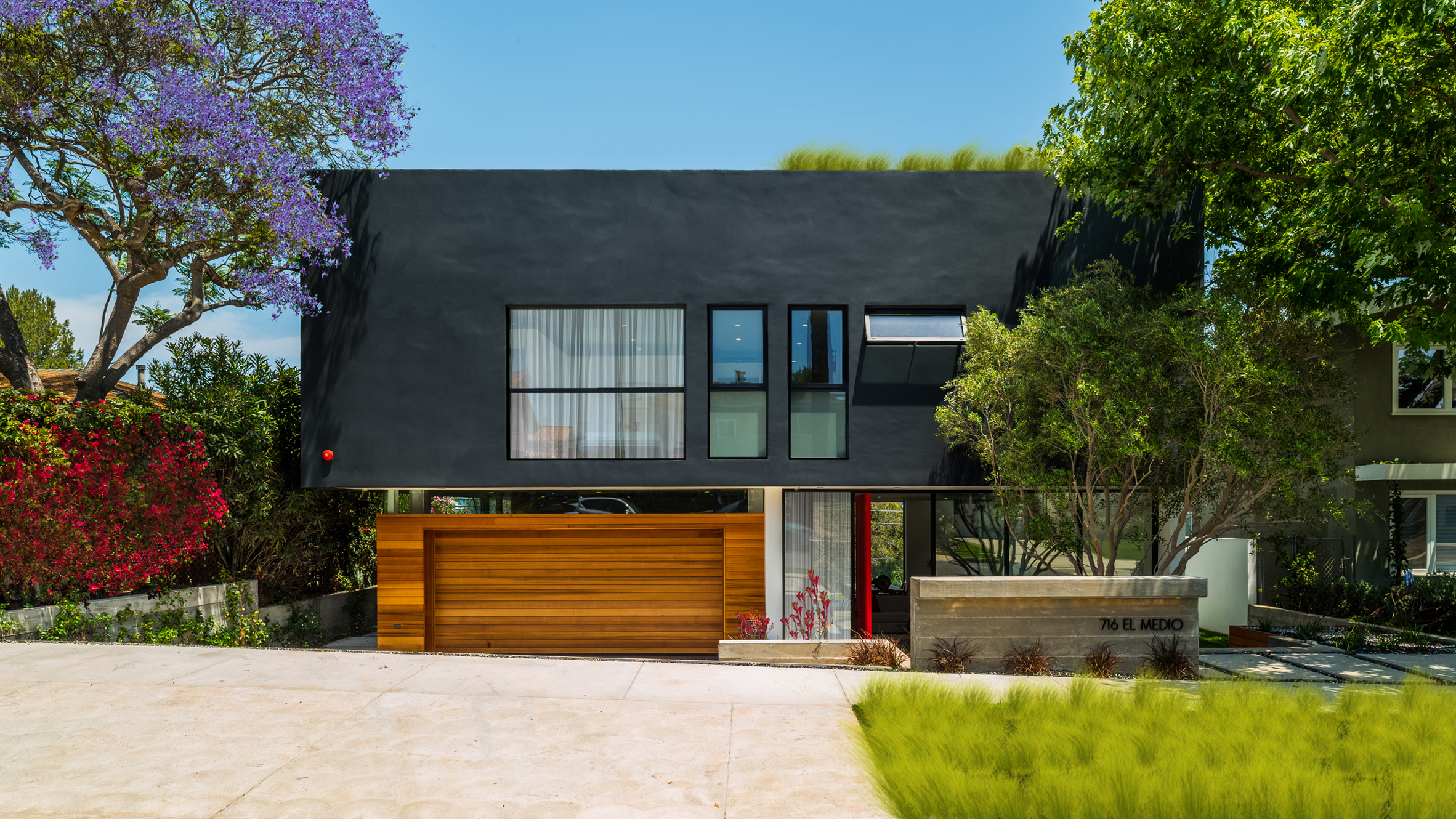 Coastal California home by Hu Mn Lab+ can accommodate 200 party guests