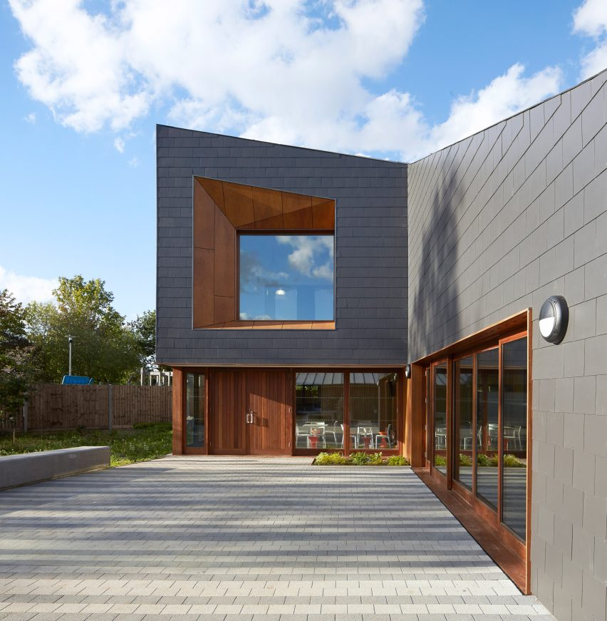 the-point-new-youth-centre-in-hampshire-ayre-chamberlain-gaunt-architecture-hampshire-uk_dezeen_2364_col_13