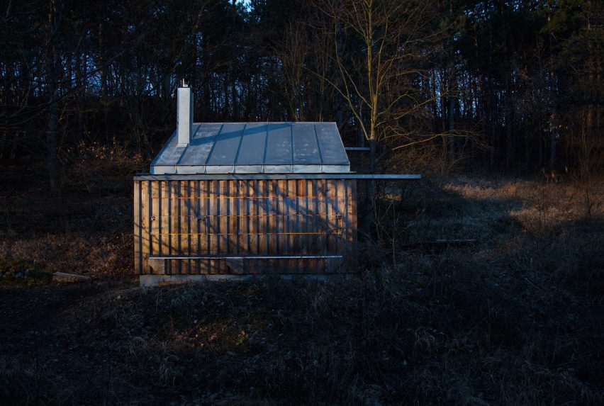 Tom's hut by Heike Schlauch