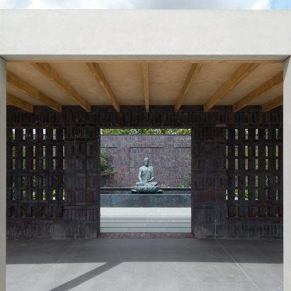 vajrasana-buddhist-retreat-_walters-cohen_architecture_cultural_meditation_spaces_england_suffolk__dezeen_1704_sqc